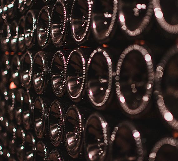 Bouteilles de Champagne reposent en attendant le dégorgement. Champagne Drémont-Marroy.